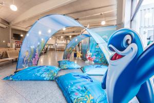 Bannerbow og store puter i terminalen. Dekorert med Stena Lines dekorelementer for barn.